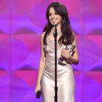 Camila Cabello recibió el premio Artista Revelación de los Billboard Women in music 2017