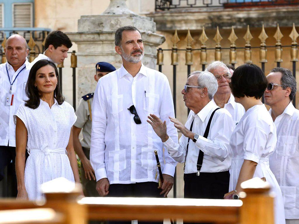 Eusebio Leal junto a los reyes de España